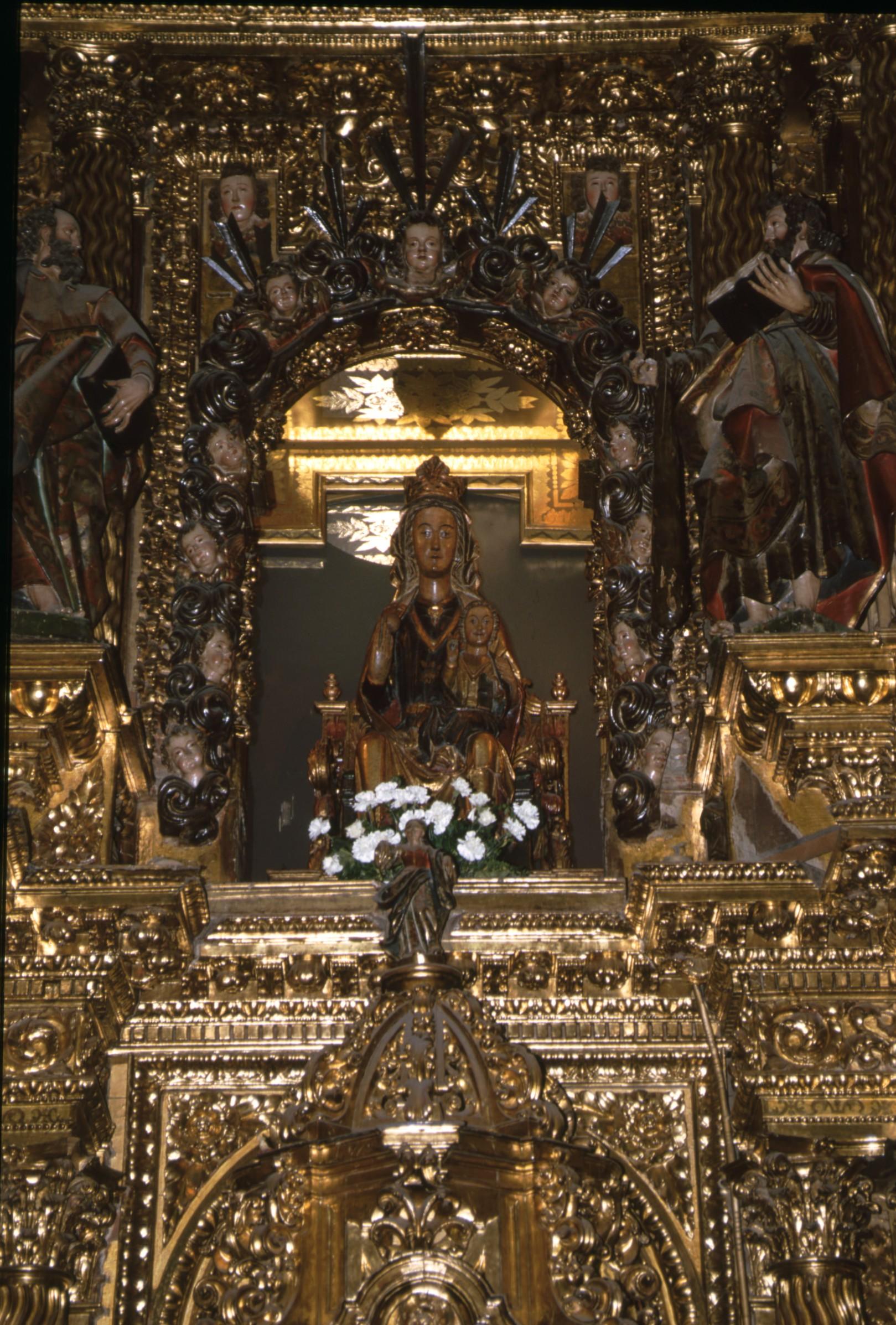 santa_maria_altar_mayor_parroquia_los_arcos.jpg
